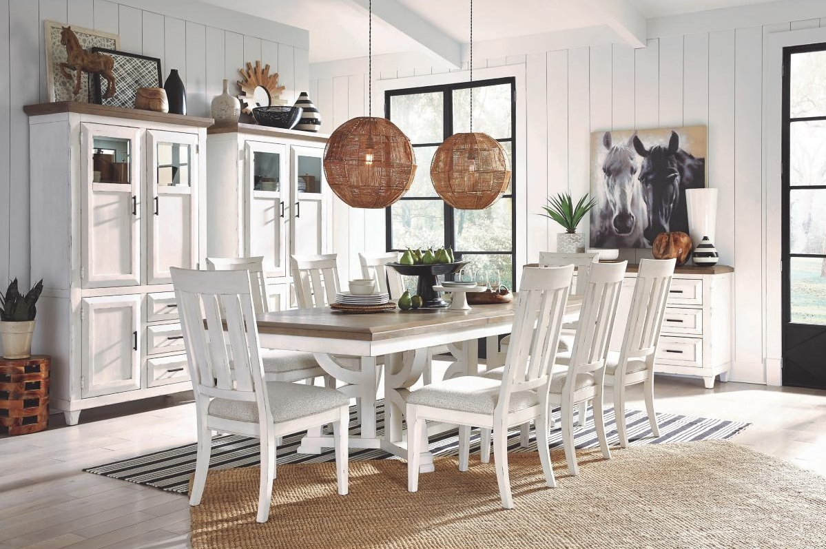 How to Decorate Your Dining Table When It's Not in Use